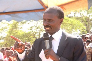 Kenya National Union of Teachers (KNUT) Wilson Sossion adressing mourners in Ngutwa Makueni
