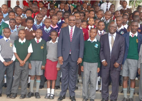 Nairobi Governor Evans Kidero disbursed Sh24 million worth of scholarship to a total of 300 needy students. Photo courtesy of The Standard.